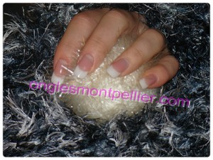 Pose faux ongles gel french naturelle sur ongles courts r�duite