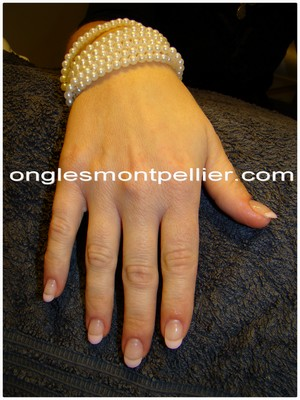 pose faux ongles gel french rose pâle