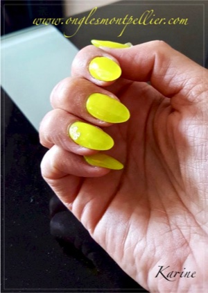 pose ongles gel jaune fluo p
