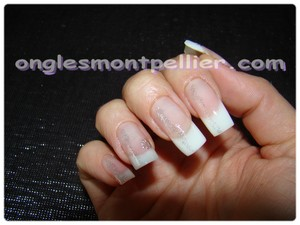 pose faux ongles french naturelle liner pailletté réduite